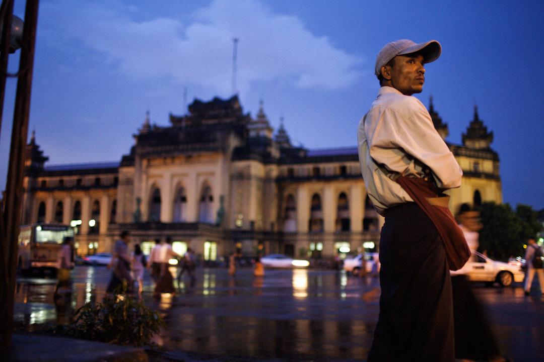 緬甸的首都仰光市內,小巧精緻的巴洛克建築無所不在,一個停滯在60年代不走的時代氛圍。 攝:Christian Holst/Getty Images