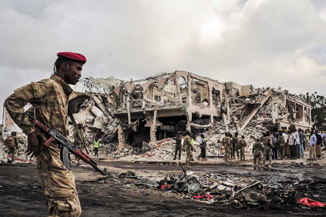2017年10月15日,索馬里首都摩加迪沙市中心的一家酒店外發生汽車炸彈爆炸,造成至少20人死亡,死亡數字料會繼續增加。⠀