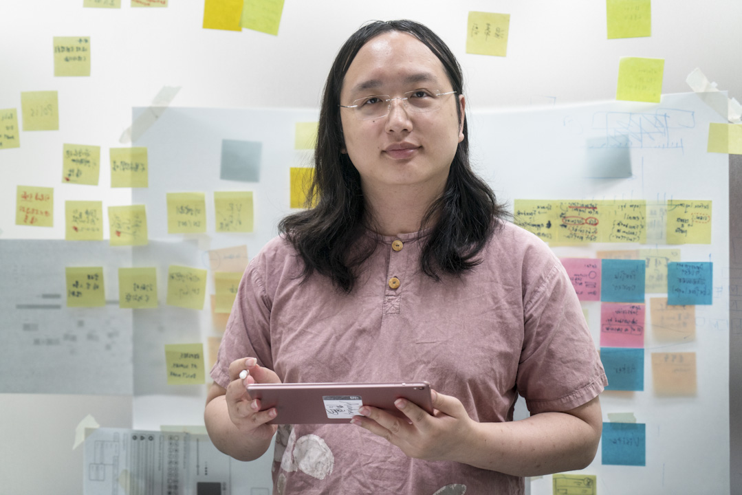 唐鳳因其數位專長,去年以35歲的最年輕之姿入閣,擔任向來被視為位高權重的政務委員,引發熱議。 攝:張國耀/端傳媒