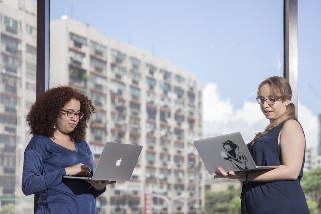 「愛的小夜曲」獲巴西國內媒體大幅報導, Schwendler (左)與 Temporal (右)表示,民眾驚訝於公民科技監督政府開銷的效率,紛紛提供協助。