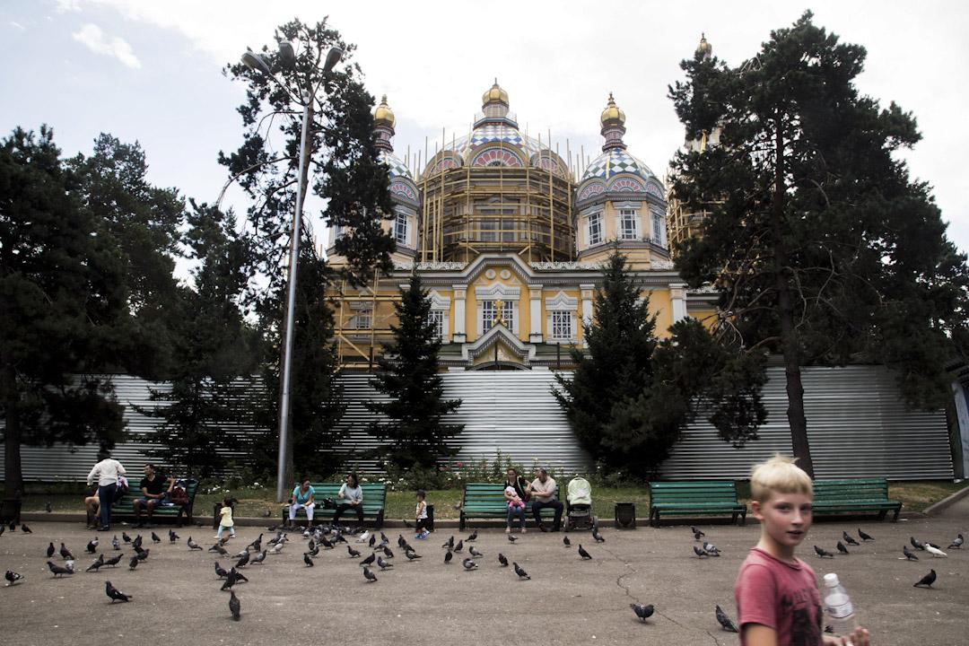 阿拉木圖(Almaty)的東正教堂 Zenkov Cathedral 又名升天主教座堂(Ascension Cathedral),建於1907 年,是現時世界第二高的木造建築物。