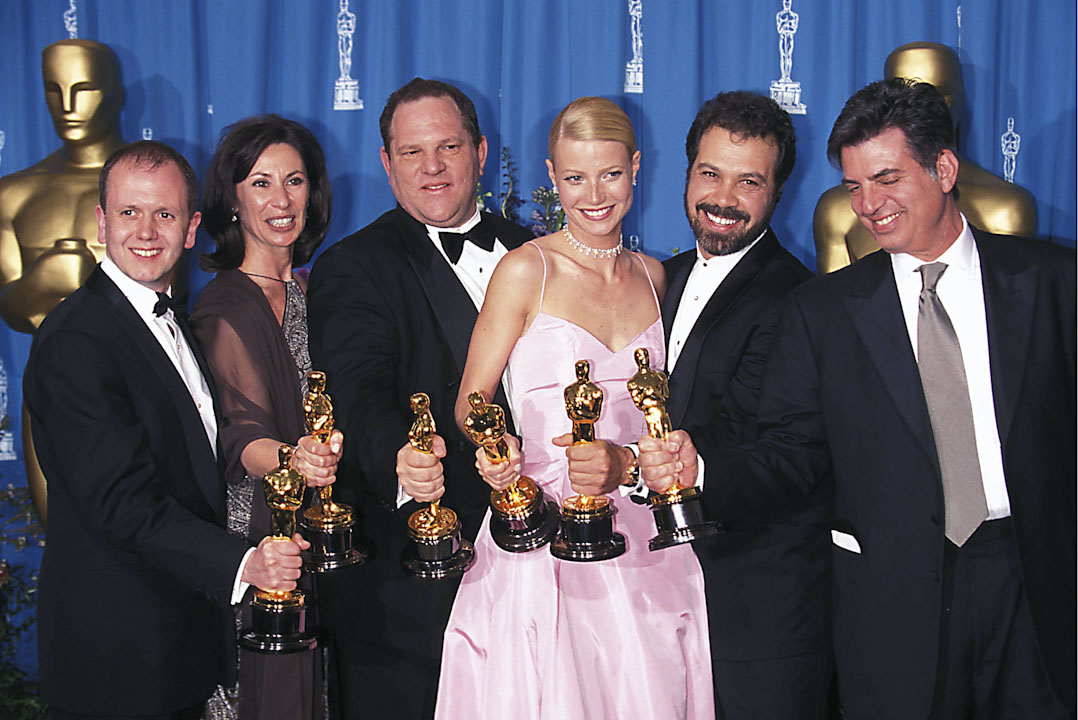 Harvey Weinstein監製的《寫我深情》(*Shakespeare in Love*,《莎翁情史》)曾於1998年度第71屆奧斯卡金像獎獲得包括最佳影片在內的7項獎項,Gwyneth Paltrow亦憑該片奪得最佳女主角獎。