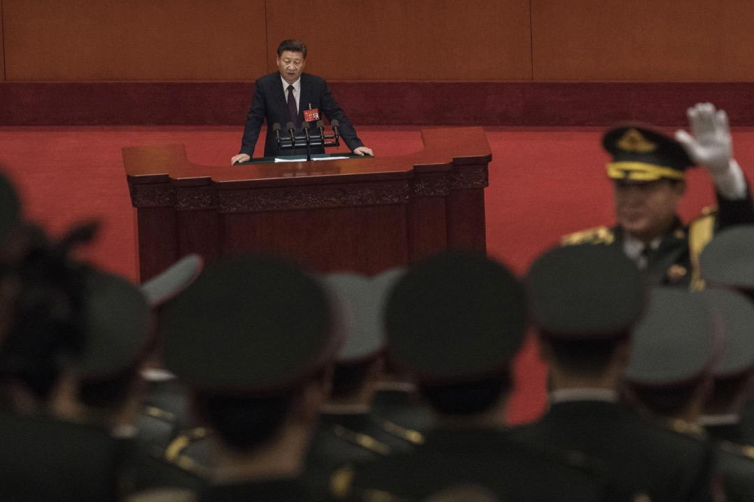 習近平在十九大的報告,核心是「新時代中國特色社會主義思想」。 攝:Kevin Frayer/Getty Images