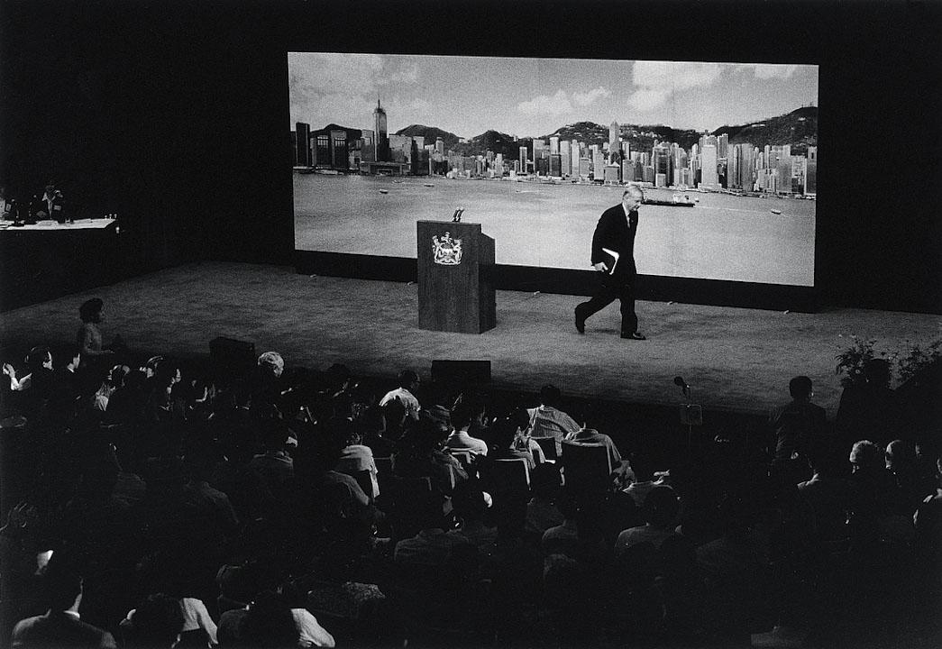 1992年,港督彭定康離開答問大會講堂・大會堂。