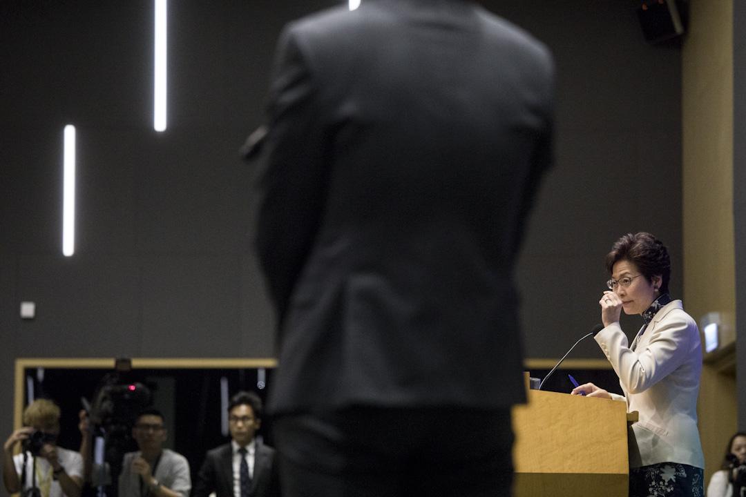 2017年10月11日,行政長官林鄭月娥早上於立法會發表上任後首份施政報告,並於下午在政府總部舉行記者會。 攝:Stanley Leung/端傳媒