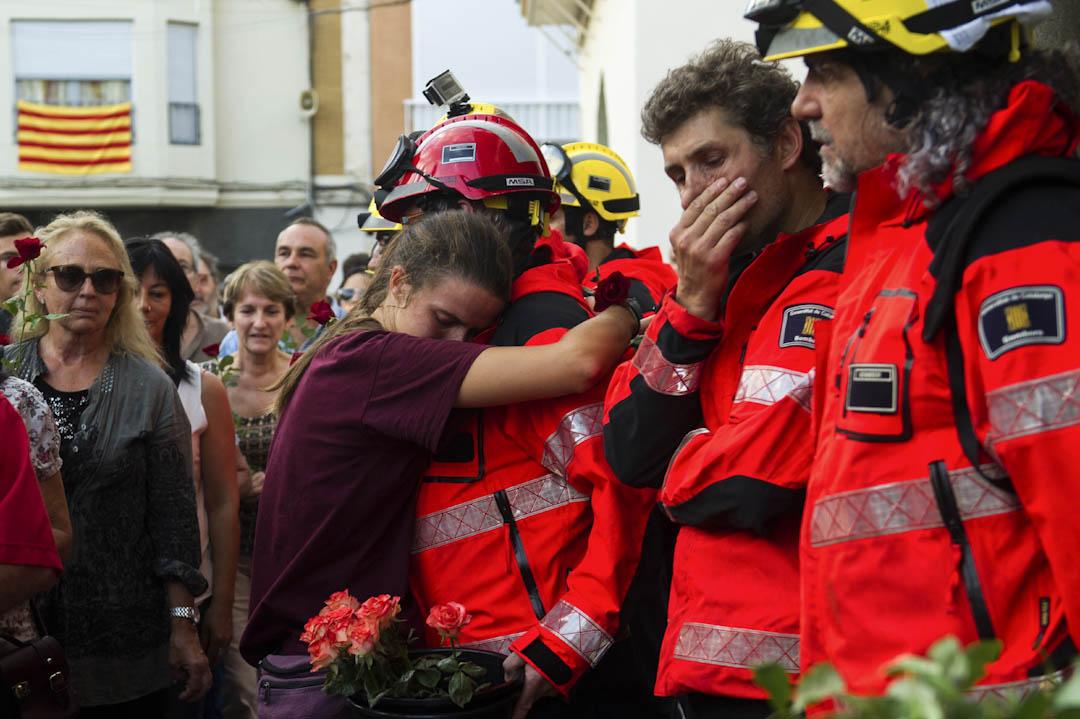 加泰自治政府可控制區內的公務員系統,包括自治警隊及加泰消防隊等。圖為2017年10月3日,西班牙加泰羅尼亞自治區多個工會和民間組織發起大罷工,抗議警方在阻止公投時暴力對待民眾,當中有加泰消防員參與。