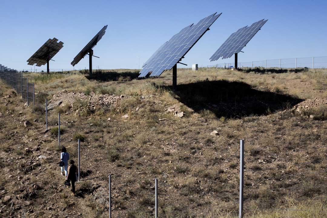 太陽能電廠(Solar power plant 2 MW Samruk-Green Energy)於2013年啟用,共有固定方向和會隨太陽移動的兩種共八千片自斯洛文尼亞進口的太陽能板,佔地六公頃,是哈薩克第一座太陽能電廠。