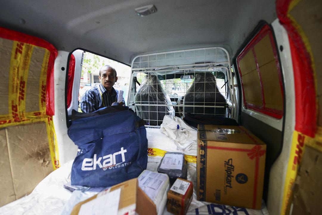 Flipkart將其運輸部門eKart衍生為獨立公司,使得其他的電商也可以使用eKart,而Flipkart也可以選擇其他運輸公司。