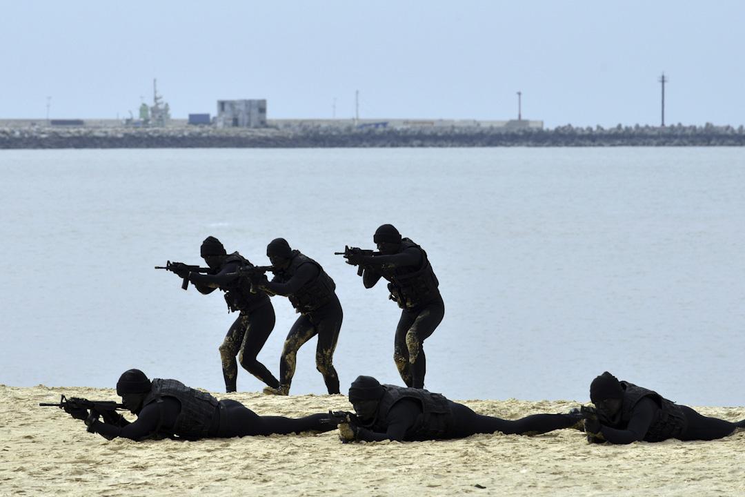 2016年1月26日,台灣國防部安排記者採訪在金門海灘上的軍事演習。 攝:Sam Yeh /AFP/Getty Images