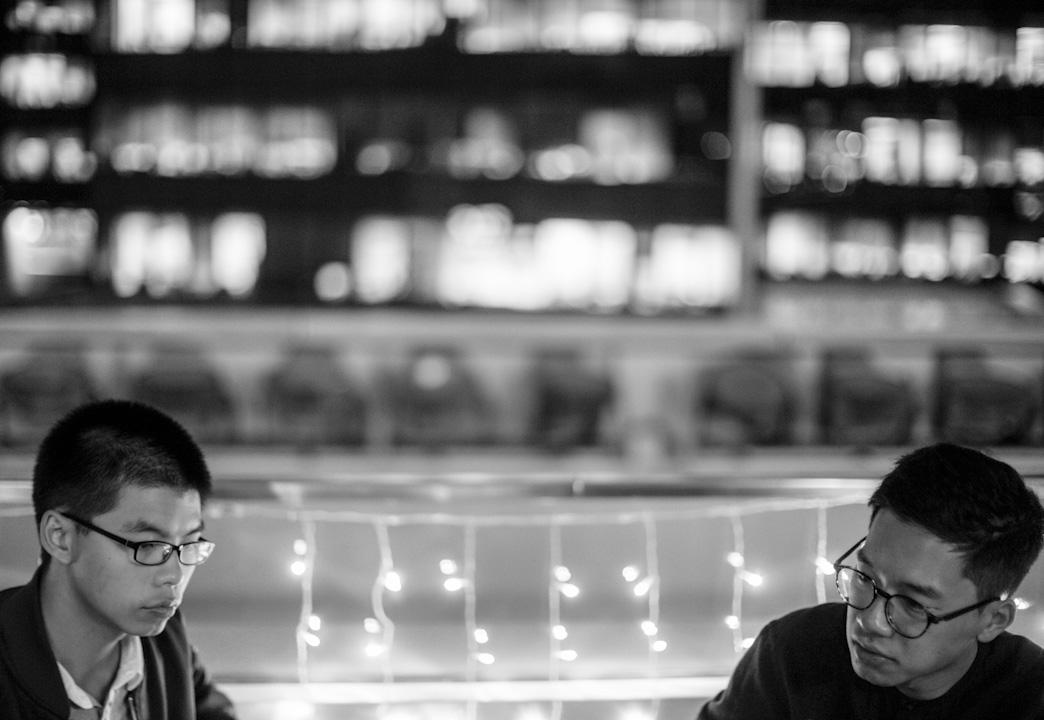 2017年11月1日,黃之鋒及羅冠聰接受記者訪問。