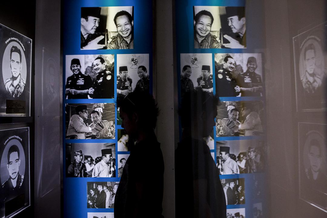 1965年9月30日,印尼發生一次流產政變——「930事件」。一批左翼軍官被指聯同共產黨試圖奪權,政變被時任總統蘇卡諾鎮壓後,蘇哈托領導陸軍戰略指揮部趁機獨攬大權。蘇哈托反指政變是由蘇卡諾親信發動的,乘機推翻了親共親蘇的蘇加諾政權,掌握實際權力。圖為印尼蘇哈托博物館。
