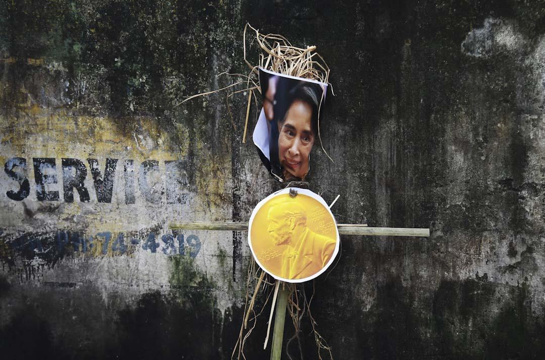 緬甸國務資政昂山素姬(Aung San Suu Kyi)未有保護羅興亞人引起爭議,有穆斯林抗議要求諾貝爾委員會褫奪昂山的和平奬。