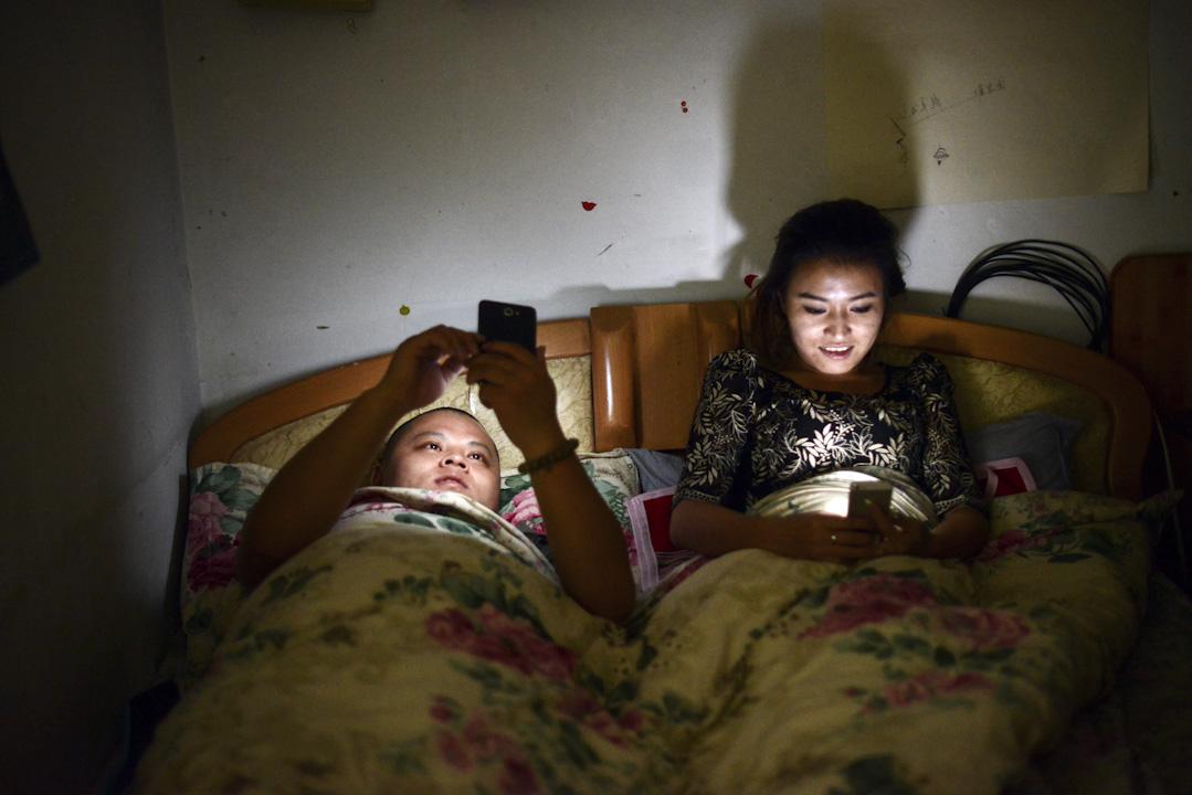 移動互聯網的興起帶來了新媒體對傳統媒體的衝擊,中國政府對網絡平台的信息管控又為公共議題的討論帶來阻礙。 攝:Imagine China