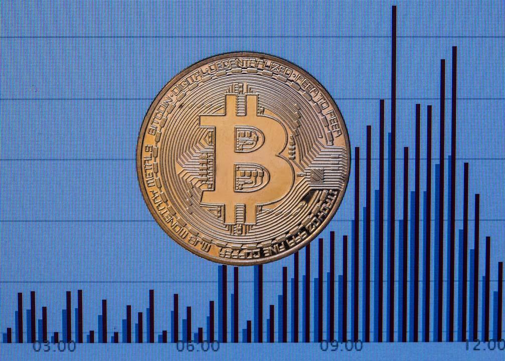 2017年11月28日,比特幣價格正朝向1萬美元里程碑邁進,然而這個虛擬貨幣在不到1年時間飆漲近9倍。