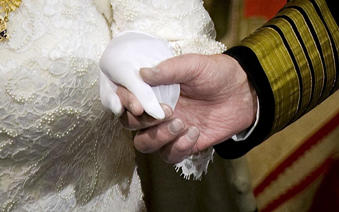 2008年12月3日,英女皇伊利沙伯二世與菲臘親王攜手參加國會開幕大典。