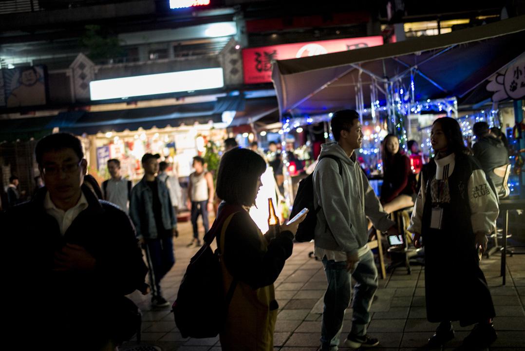 近日,台灣因發生酒駕撞死烘培師事件,再次引起民眾對於酒駕的熱議,日前有網友在國發會公共政策網路參與平台提案,盼酒駕累犯可以給予「鞭刑」懲罰,藉此遏止犯罪。 攝:林振東/端傳媒