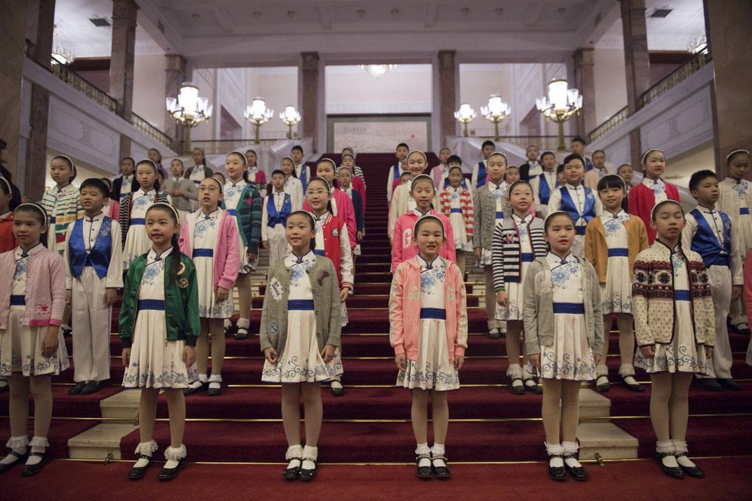 2017年11月9日,北京人民大會堂,一班學生在準備為美國總統特朗普及國家主席習近平進行歡迎儀式。
