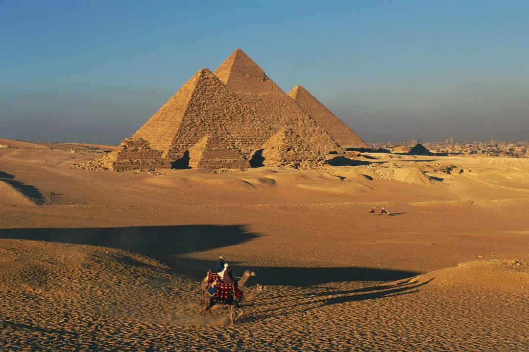 科學家在埃及大金字塔(Great Pyramid)內部最新發現了一個「巨大空間」。 攝:DeAgostini/Getty Images