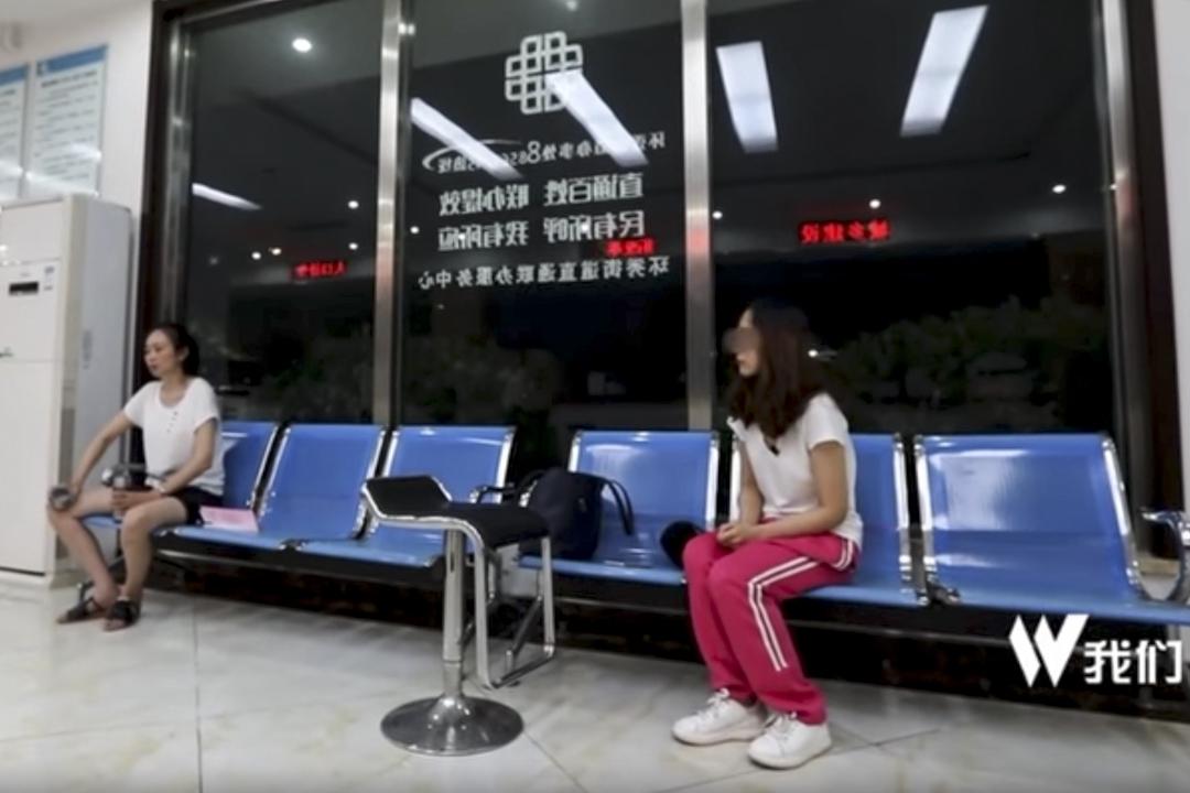 新京報《局面》欄目披露的25段對江歌母親與其室友劉鑫的採訪影片,讓案發時在場的另一位中國留學生劉鑫再次走入公眾討論的焦點。  網上圖片