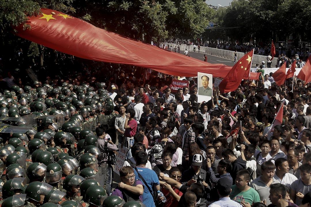 2012年9月15日,中國各地包括北京、上海、深圳都爆發反日示威,抗議日本的釣魚台國有化政策、8月15日扣押香港保釣人士和8月19日日本右翼登陸釣魚台。 攝: Lintao Zhang/Getty Images