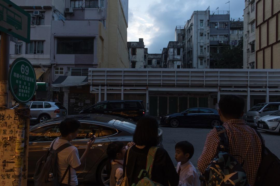 與其說是對香港感到失望,倒不如說是為它城市文化的矛盾與分裂而感到困惑。幸好這座城市與我,對彼此尚有好奇與寬容,這份與咖喱牛肉粉絲的浪漫奇遇才不算遲來。