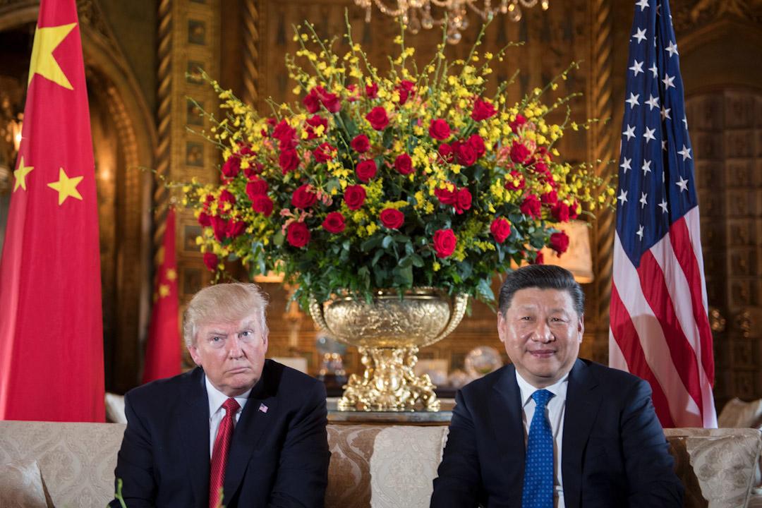 美國總統特朗普於11月8至10日國事訪問中國。圖為2017年4月6日,習近平與特朗普在佛羅里達州西棕櫚灘的馬拉阿拉戈地區舉行雙邊會議。