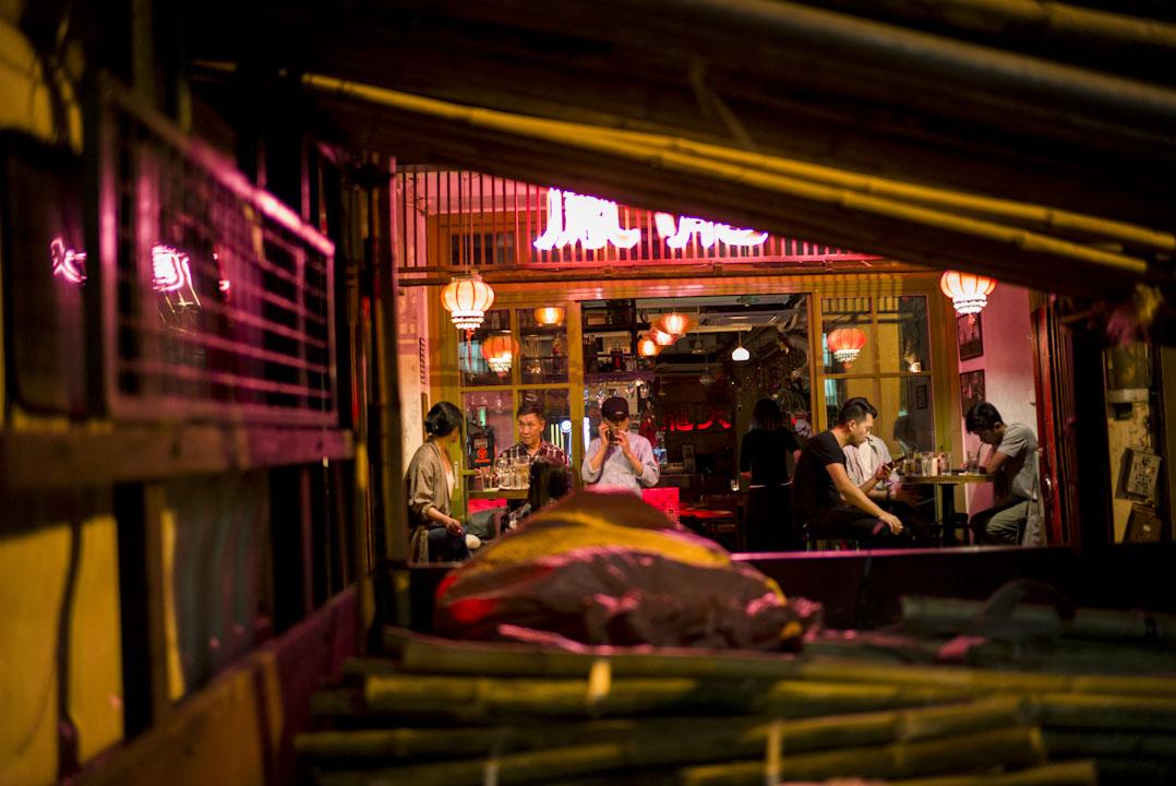 藍屋復修後,周遭環境也一同變身,不少時尚食店及酒吧在附近紛紛開業。