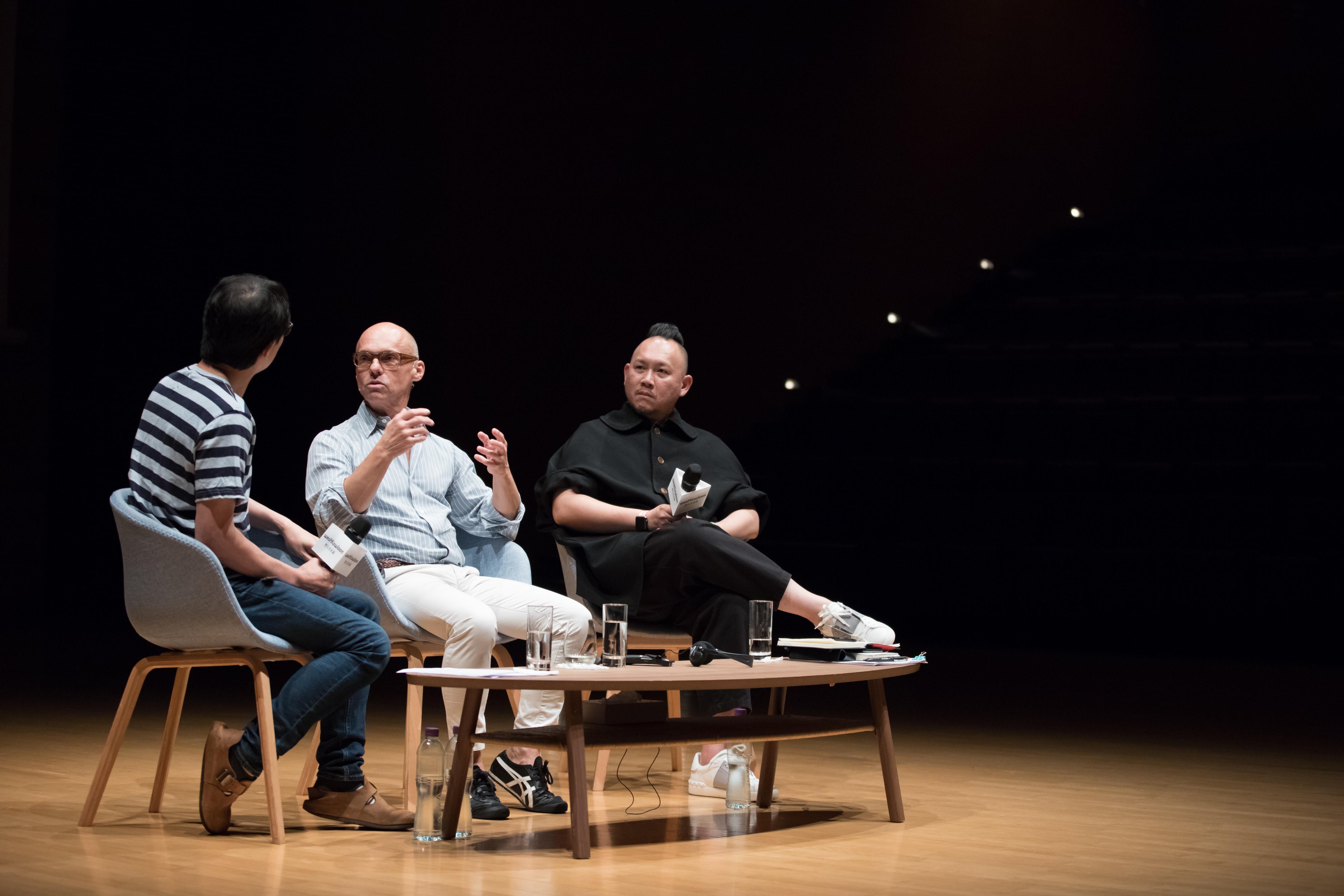 恩.瓦斯維費爾德、林奕華和西九文化區管理局表演藝術主管(戲劇)劉祺豐深入探討恩對作品,談及多個不同的命題。