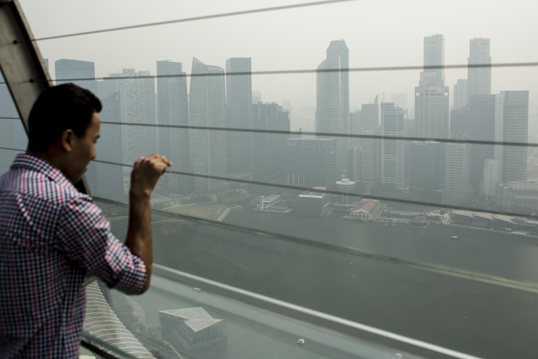 新加坡雖然政府官員極少貪污,卻是世界上裙帶資本主義最盛行的國家之一。