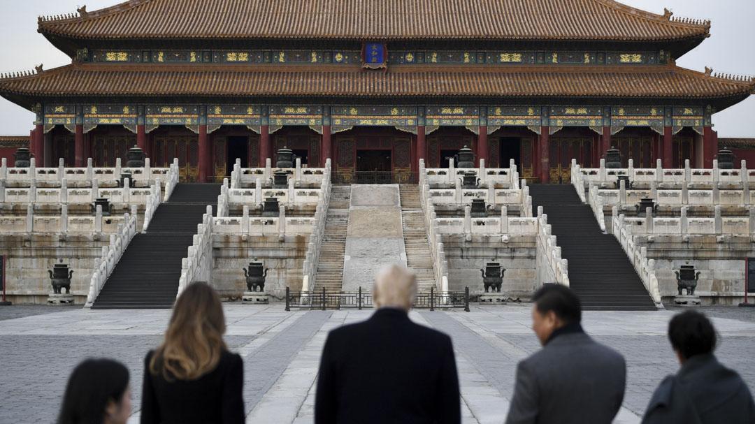 2017年11月8日,美國總統特朗普到訪中國,國家主席習近平與夫人彭麗媛陪同特朗普及夫人梅拉尼婭參觀故宫。
