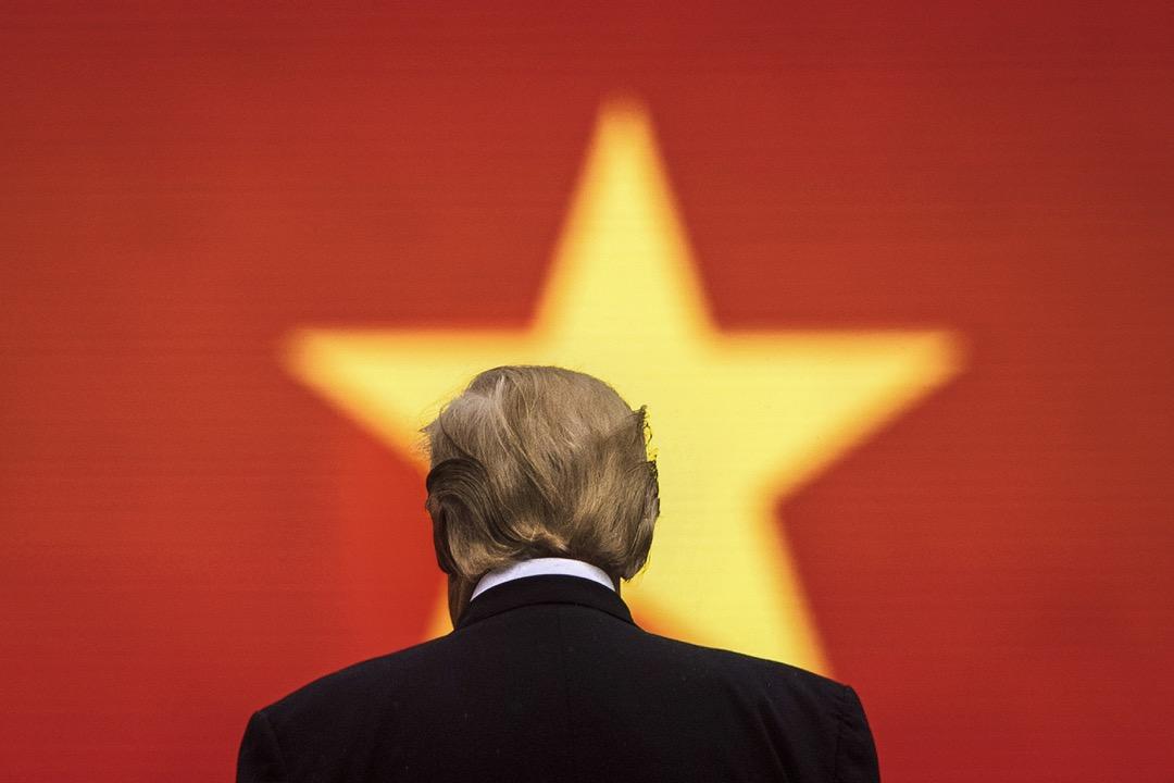 美國的南海政策至今也沒有在區域内找準支點,這是中國在南海優勢日益明顯的主要原因。美國在菲律賓受冷後, 越南變成潛在的拉攏對象,但特朗普與越南主席陳大光會面提出自己可以做中越之間的「調停者與仲裁者」後,被陳大光婉拒。