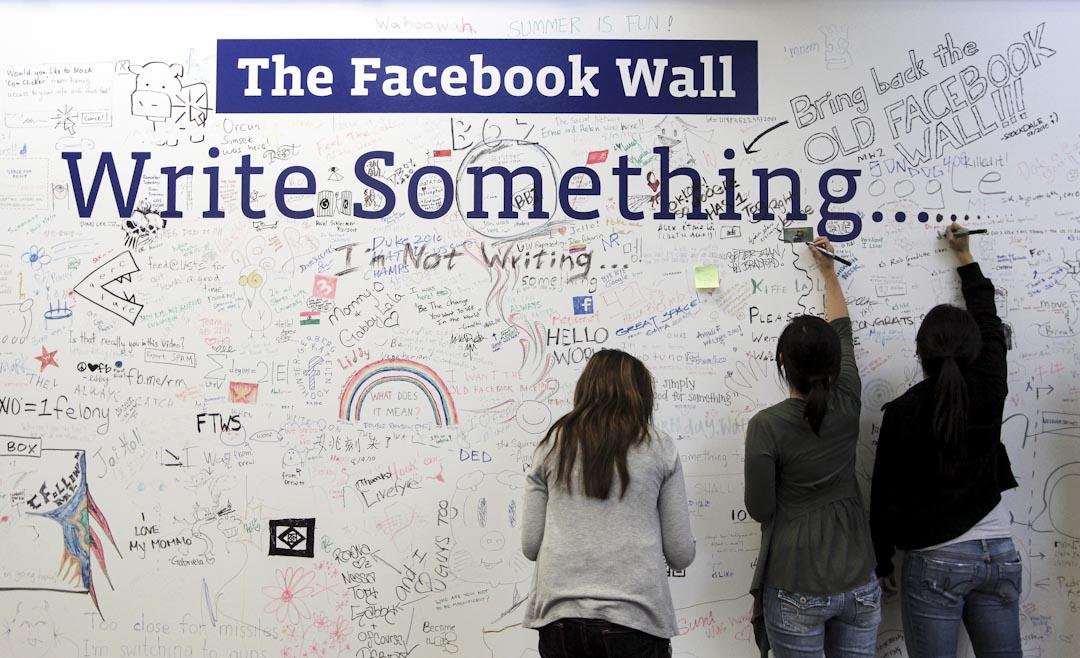 眾所周知,Facebook依賴它的14億用戶提供源源不絕的個人訊息,再統整到數據庫,為廣告商和品牌提供精準的目標用戶群──間接把用戶訊息套現獲利。