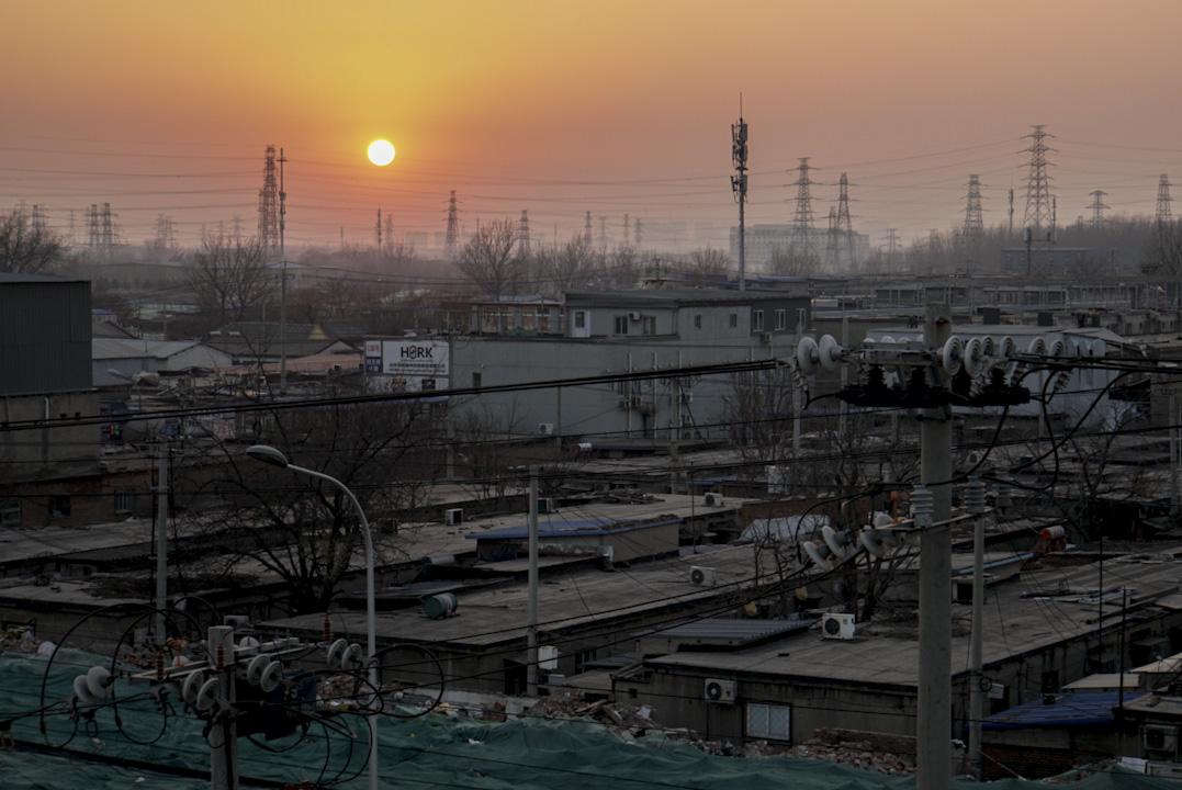 2017年12月1日,北京朝陽區多組公寓面臨拆遷,當局通知居民必須在三天內搬離住所。