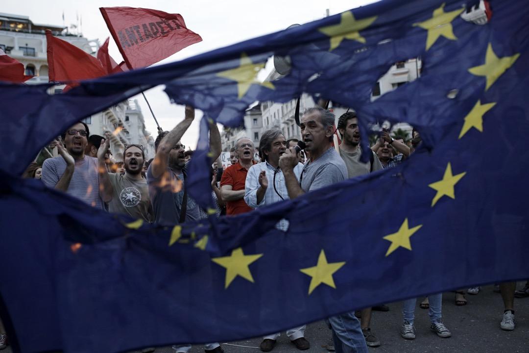 近年來,「地區化的歐洲」理念的復興,又將獨立自治與去民族國家的經典悖論放回桌面——歐盟是否在變得越來越聯邦制? 攝:Konstantinos Tsakalidis/Bloomberg via Getty Images