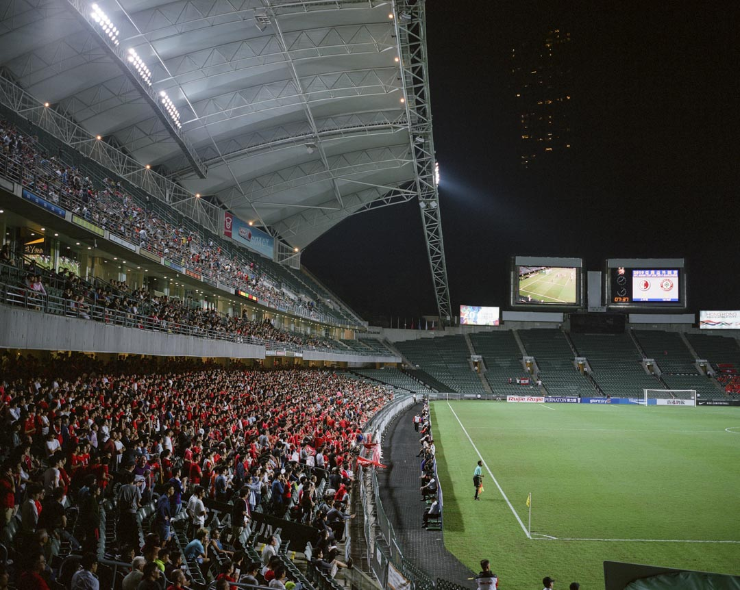 2017年11月,香港足球代表隊對黎巴嫩的世界盃外圍賽,賽前奏國歌時,有球迷報以噓聲,背向球場。