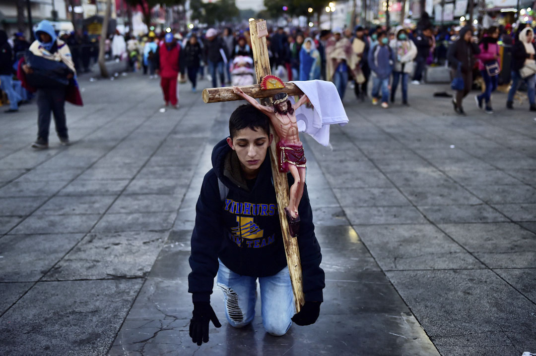 2017年12月12日,墨西哥最重要的宗教節日「瓜達盧佩聖母節」(Día de la Virgen de Guadalupe)。約600萬羅馬天主教信徒前往墨首都墨西哥城東北郊的瓜達盧佩聖母大教堂朝聖,並在首都市區內遊行。