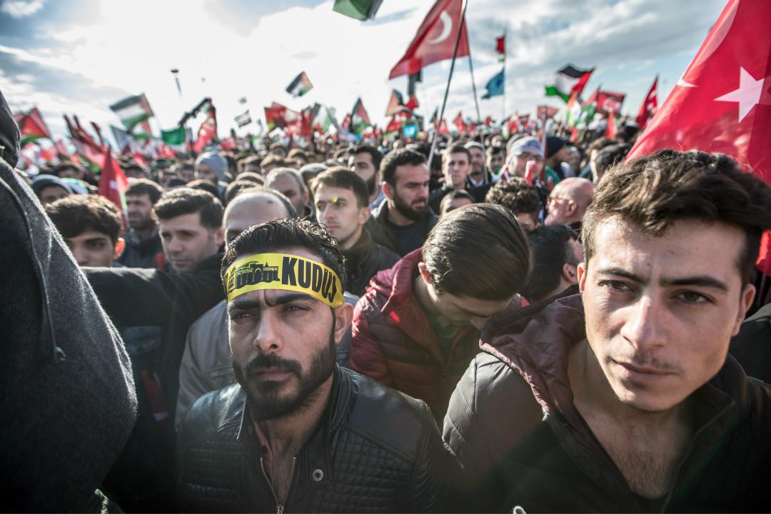 2017年12月11日,土耳其民眾在伊斯坦堡舉行集會,抗議美國總統特朗普宣布承認耶路撒冷為以色列首都。 攝:Emrah Oprukcu/Imagine China