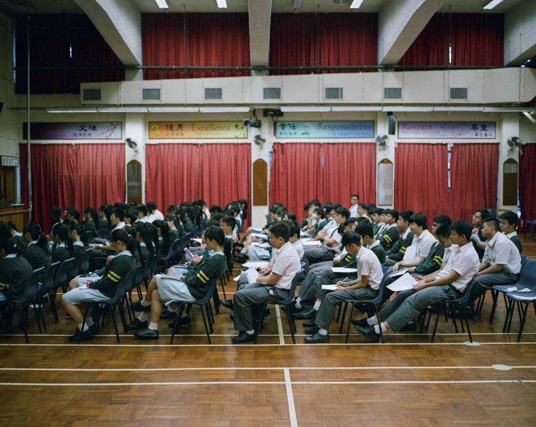2017年11月,香港有50間中學,安排學生觀看基本法委員會主任李飛的基本法研討會演說,演說全長近一小時。