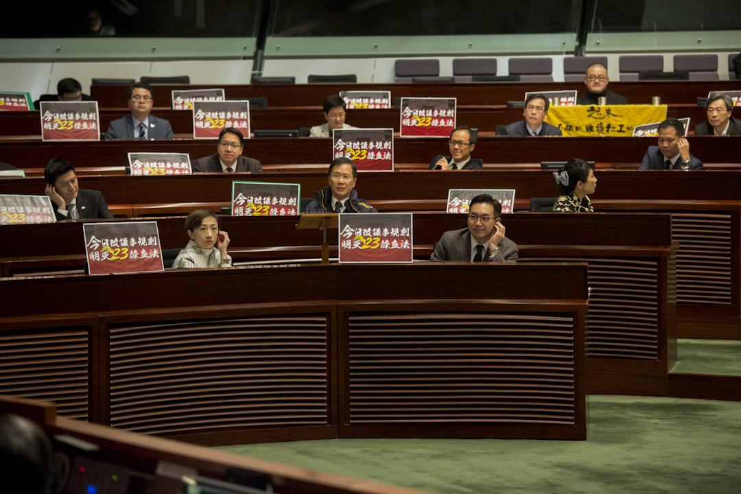 2017年12月13日,立法會繼續進行審議上周由公民黨楊岳橋提出,針對修改議事規則的中止待續議案,議案最終同被否決。