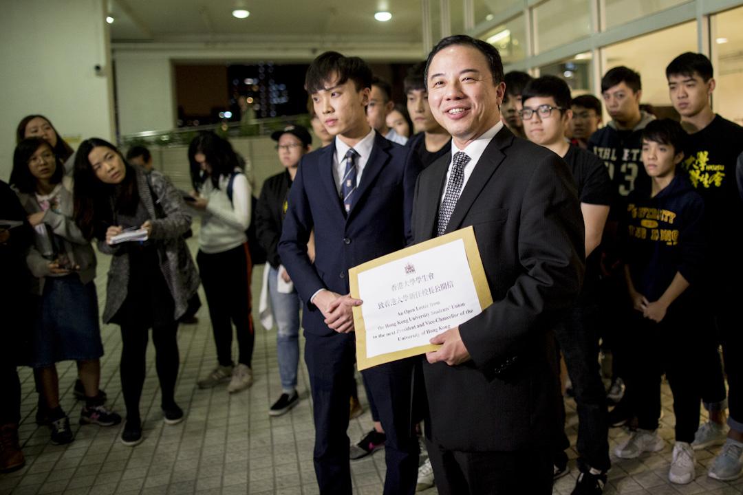 2017年12月15日,學生會會長黃政鍀在記者會後,與約20位學生向張翔遞交公開信,要求他能捍衛學術自主。