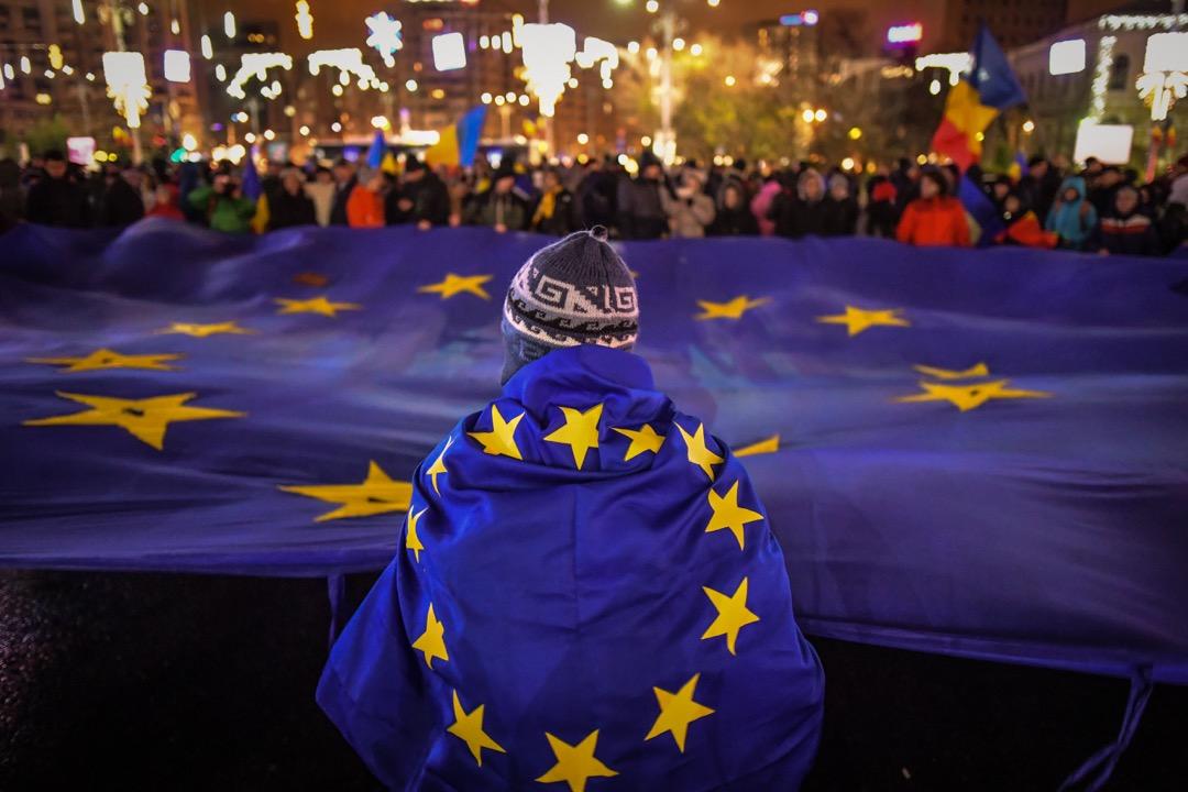 在全球化時代,人們希望政治更接近他們,因為他們覺得自己正在失去對公共事務的控制。如果建立一個共和國,有著區域參與性和包容性的民主結構,還有一個綜合的歐洲框架,可能是種解決辦法。