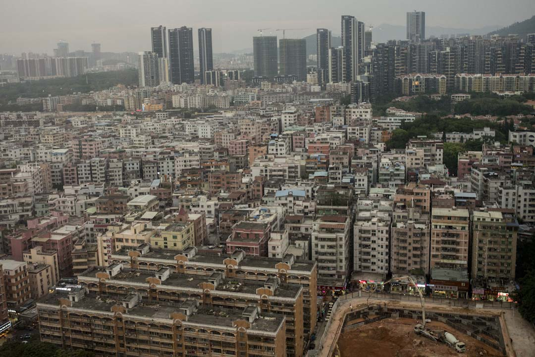 城中村的面積約佔深圳總面積的六分之一,在深圳2000多萬人口裏約有900萬人居住於此。圖為白石洲。