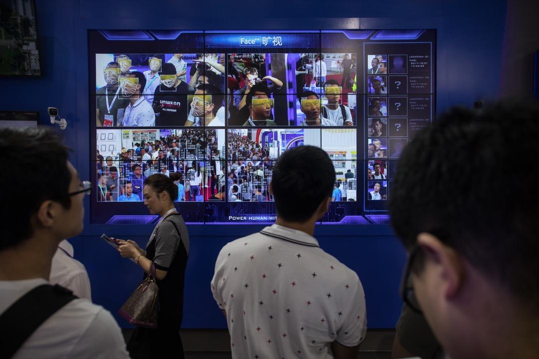 深圳較早前舉行的公共安全博覽會,參展商紛紛展示它們最新的監控科技。 攝:Stanley Leung/端傳媒
