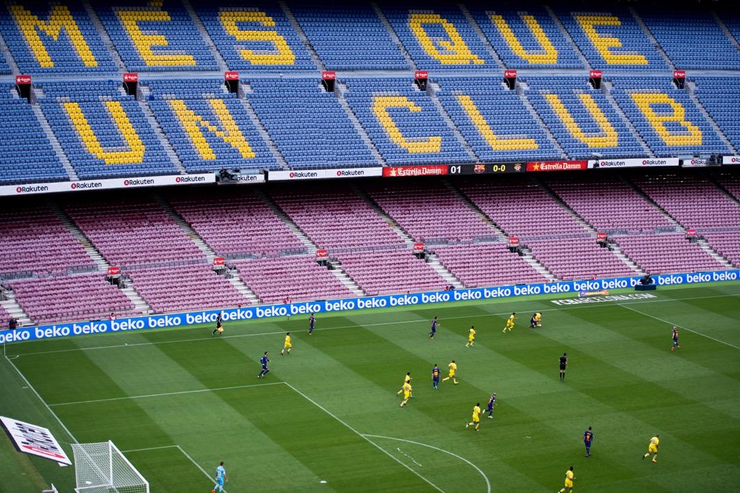 擁有99354個坐席、舉辦過多場世界級球賽的魯營球場觀眾席空空如也,不同顏色座椅拼出的「Més que un club」(不只是一間球會)赤裸裸地呈現在世界各地球迷眼前。