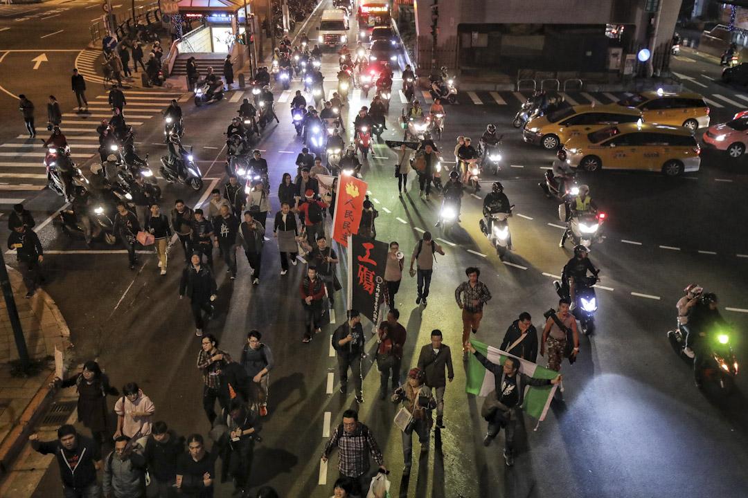 傍晚遊行結束後過百人拒絕離開,在街頭流竄,造成西門町一帶交通混亂。