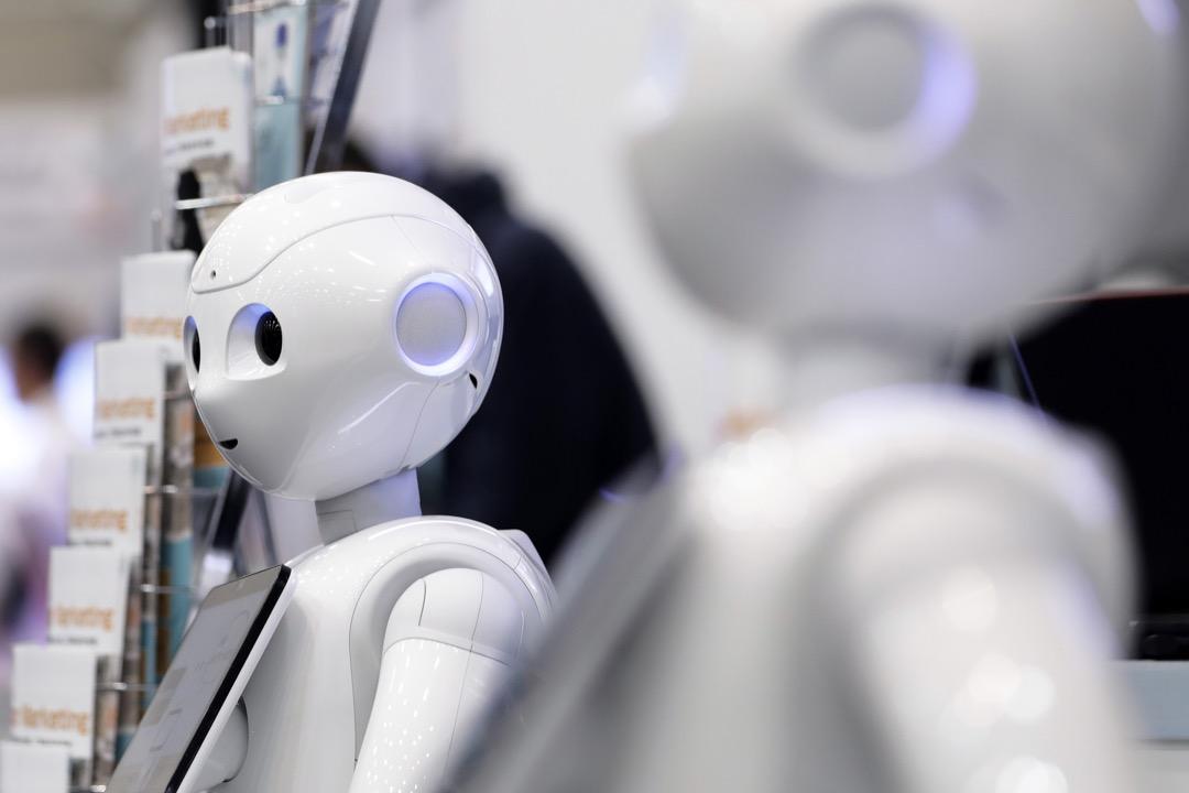 任何能夠分解成離散和重複的工作,均可透過人工智能科技逐漸取代人力,目前形形色色的工作未來如果只需要30%的人力,其他70%的人要做什麼? 攝:Kiyoshi Ota/Bloomberg via Getty Images