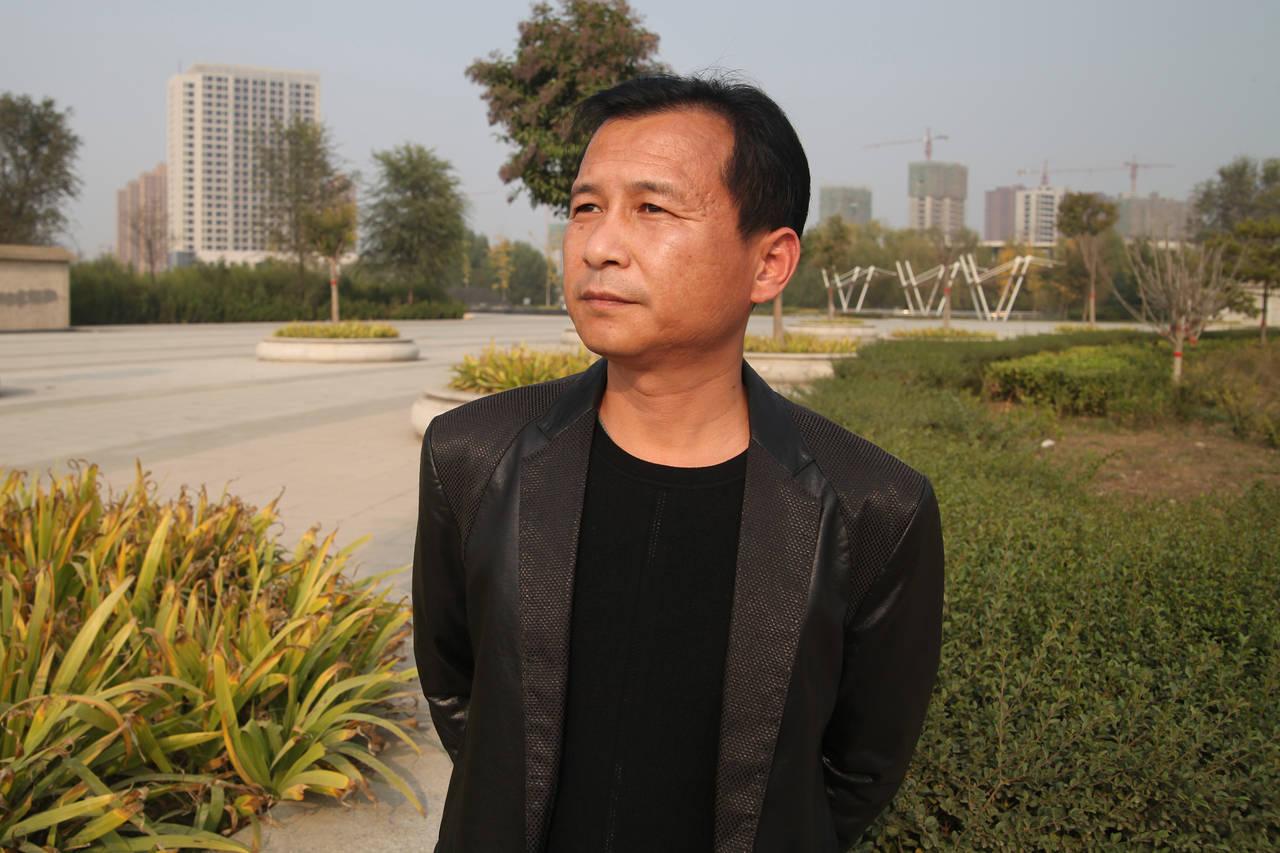 濮陽一個建筑工地的小工頭陳守理因為在微信聊天群里發了個隱射中國政府高層官員的玩笑被警方拘留了五天。