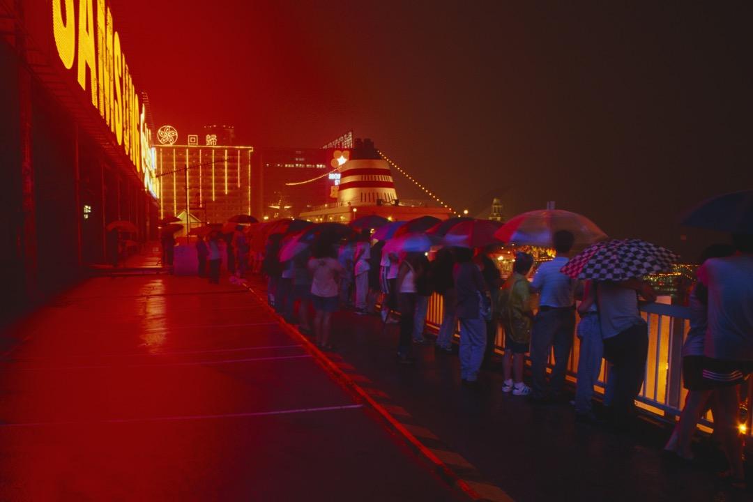 雖然在中英美三方的策略盤算下,香港得以維持其表面上的穩定,但港英政府還有大量問題需要處理,而最嚴峻的問題莫過於戰後大量湧入的中國難民。