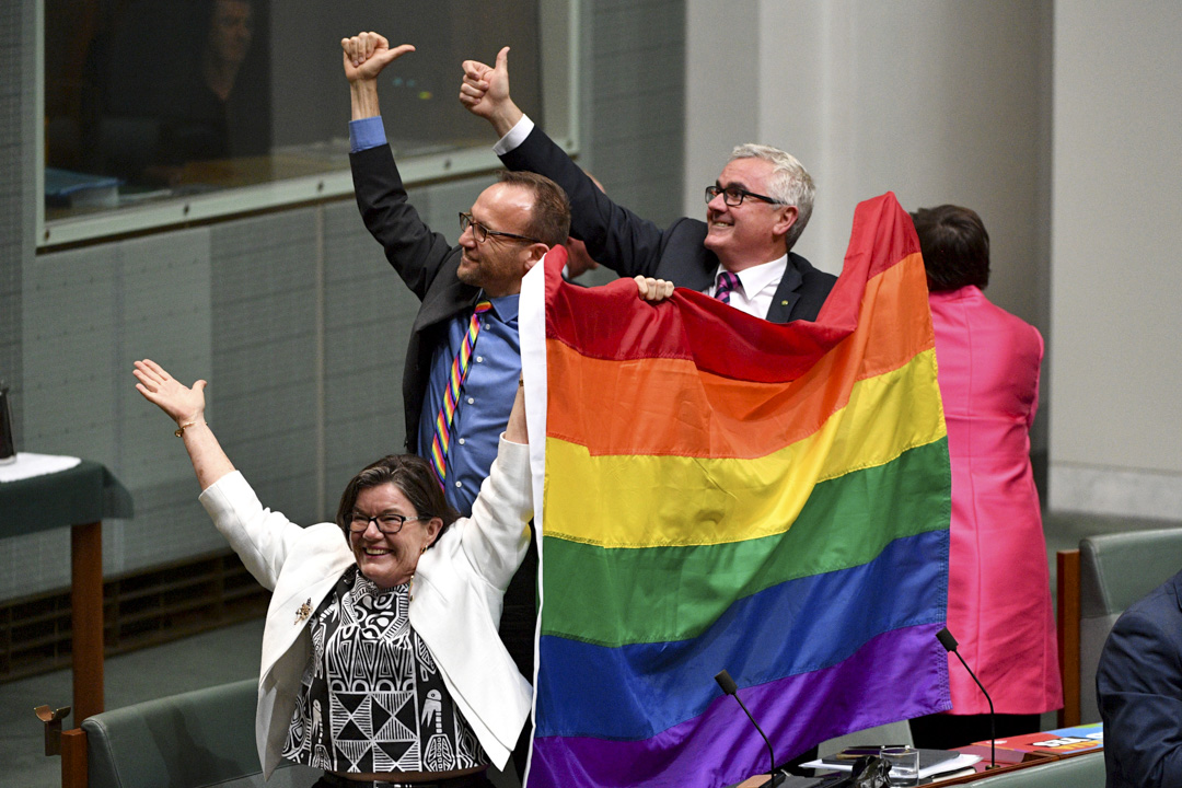 2017年12月7日,澳洲眾議院以壓打性票數通過歷史性的婚姻法修正案,讓同性婚姻合法化。 攝:Mick Tsikas/AAP Image via AP