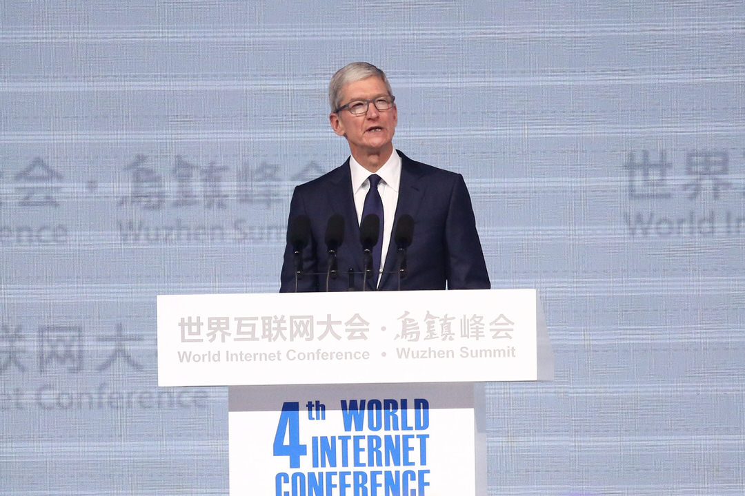 2017年12月3日,浙江烏鎮,第四屆「世界互聯網大會·烏鎮峰會」開幕。蘋果公司CEO庫克致辭。